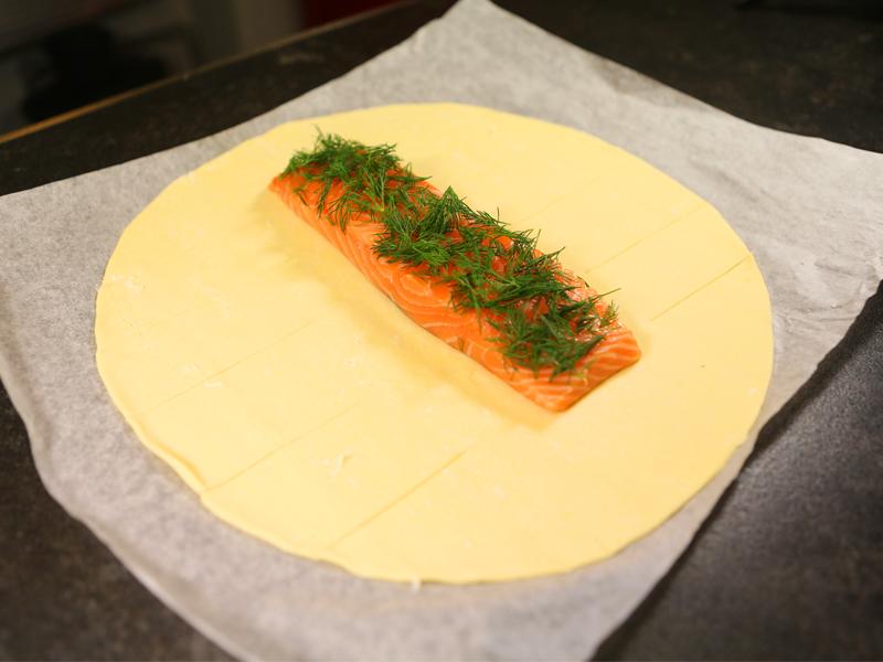 Etape 1 Saumon en croute et fondue de poireaux